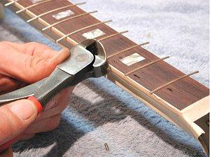 Fig. 17 - Clipping the frets