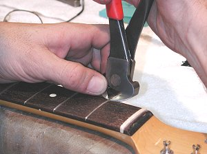 Fig. 9 - Removing the fret with coustom ground nippers